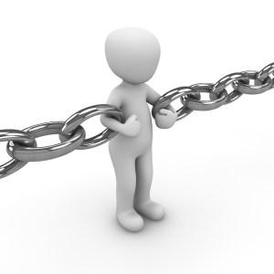 鎖に繋がれた人
