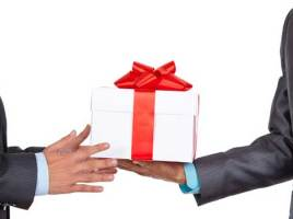 10 Tips to Maximize the Success of Your Holiday Business Gift-Giving