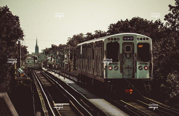 CTA Green Line Train in Kenwood Chicago