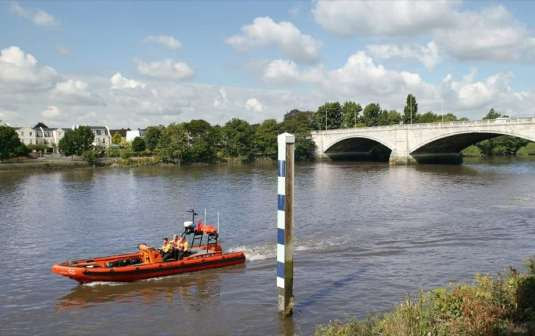Chiswick Lifeboat RNLI Chiswick Bridge