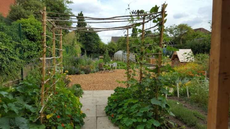 Karen Liebreich Salopian Garden Isleworth Entrance