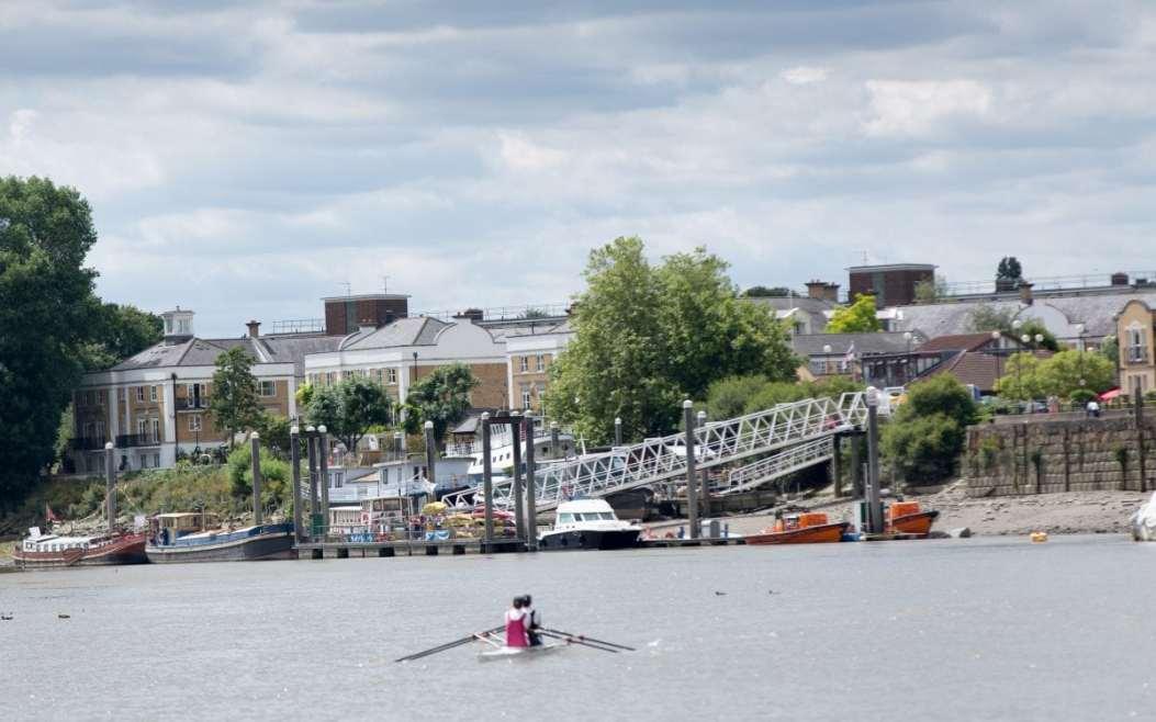 Chiswick Pier - Anna Kunst