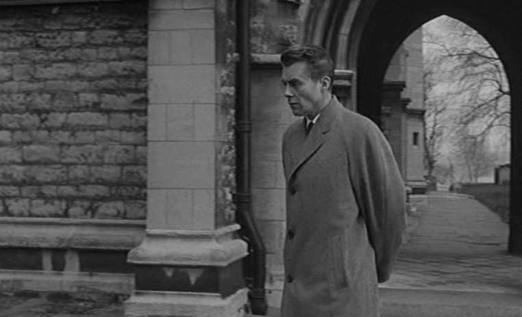 victim-1961-007-st-nicholas-church-dirk-bogarde