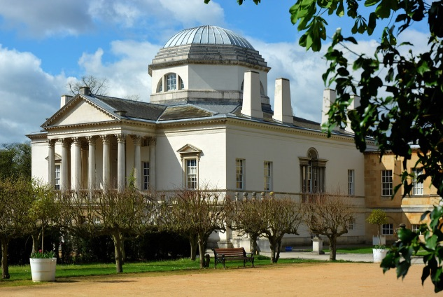 chiswick house in the sun
