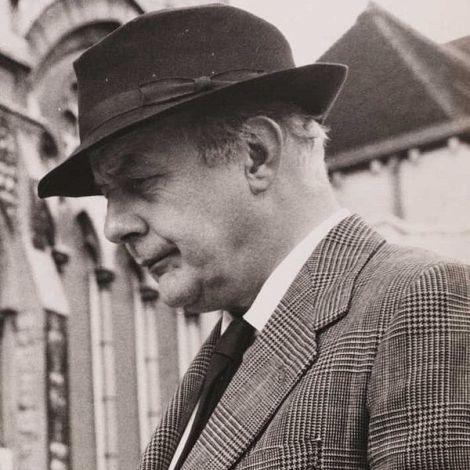 600px-Sir_John_Betjeman_(1906-1984)