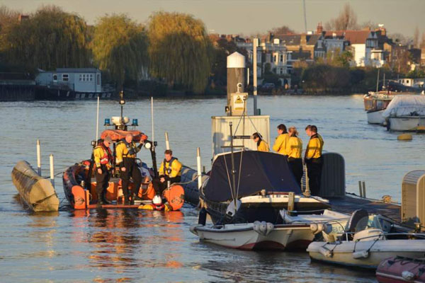 Chiswick-Lifeboat-RNLI-Winter-Practice-4 6x4