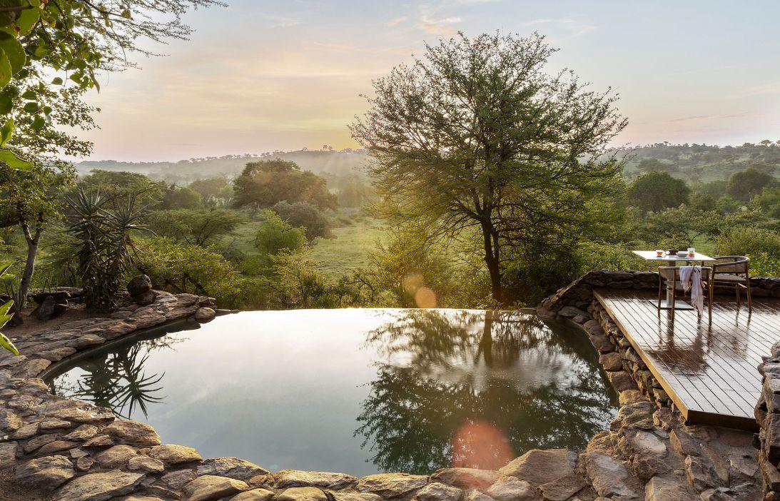 enkosi-africa-safari-tanzania-serengeti-grumeti-singita-faru-faru-lodge-pool-with-a-view_web