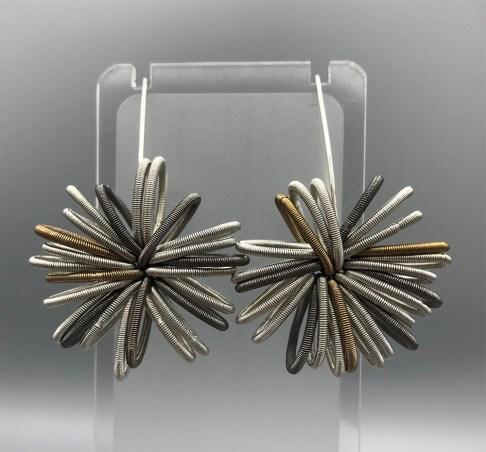 Felicity Gail 'Piano Wire Earrings' edit 26.10.20