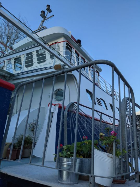 Houseboats 9 Victory - Joanna Raikes