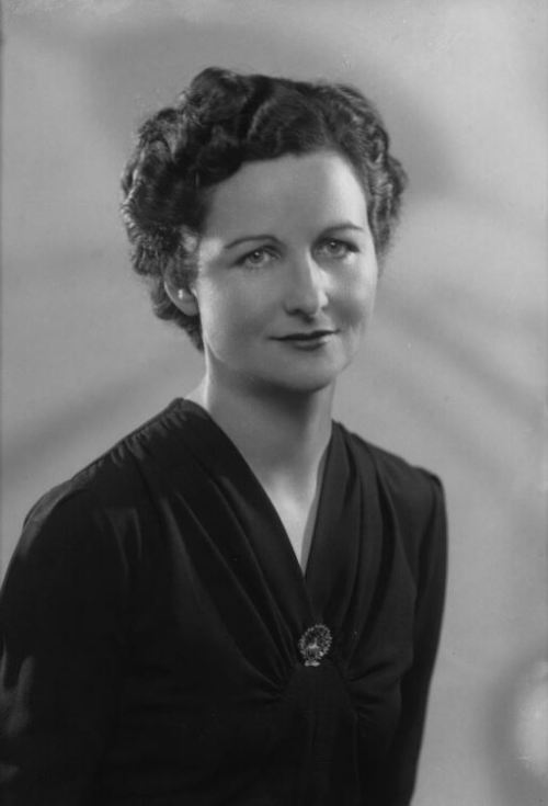 Nancy-Mitford by Bassano Ltd 12 - September 1941_crop