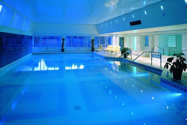 Hogarth-Club-pool