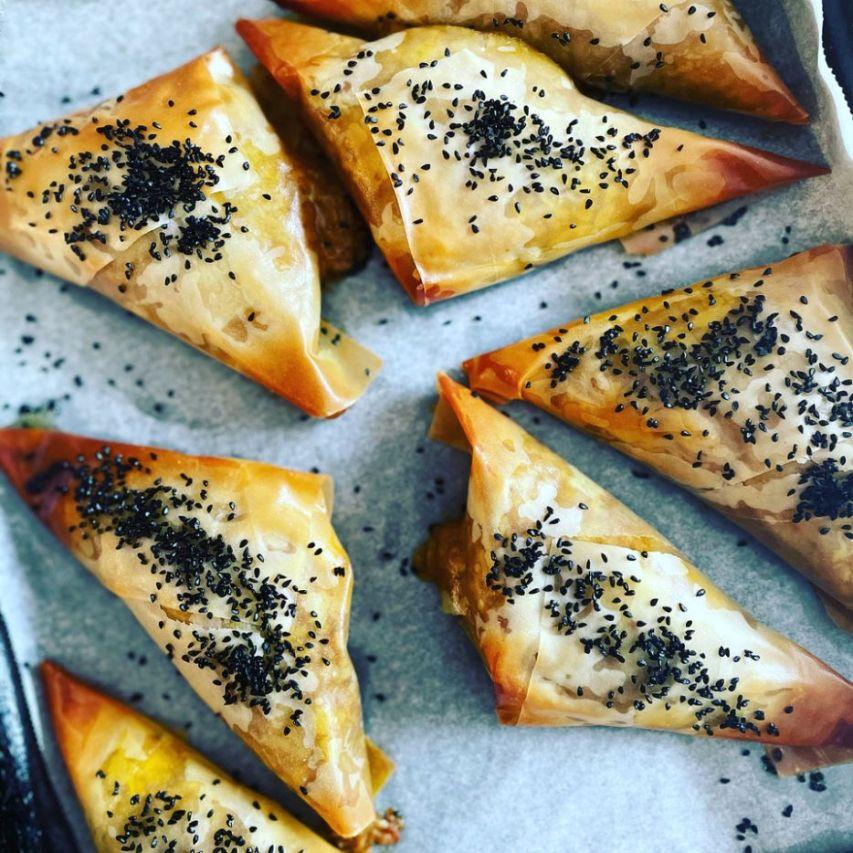 Indian vegetable and lentil samosas_web