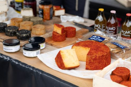 Chiswick Cheese Market 3web- David Insull