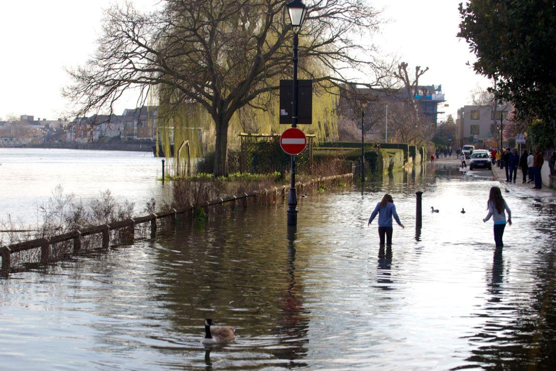 Chsiwick Mall flooded - Ian Wylie