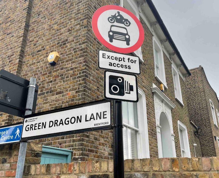 Traffic sign Green Dragon Lane_web