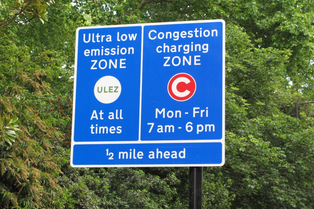Sign_for_London_ultra_low_emission_zone_(geograph_6183970) (2)