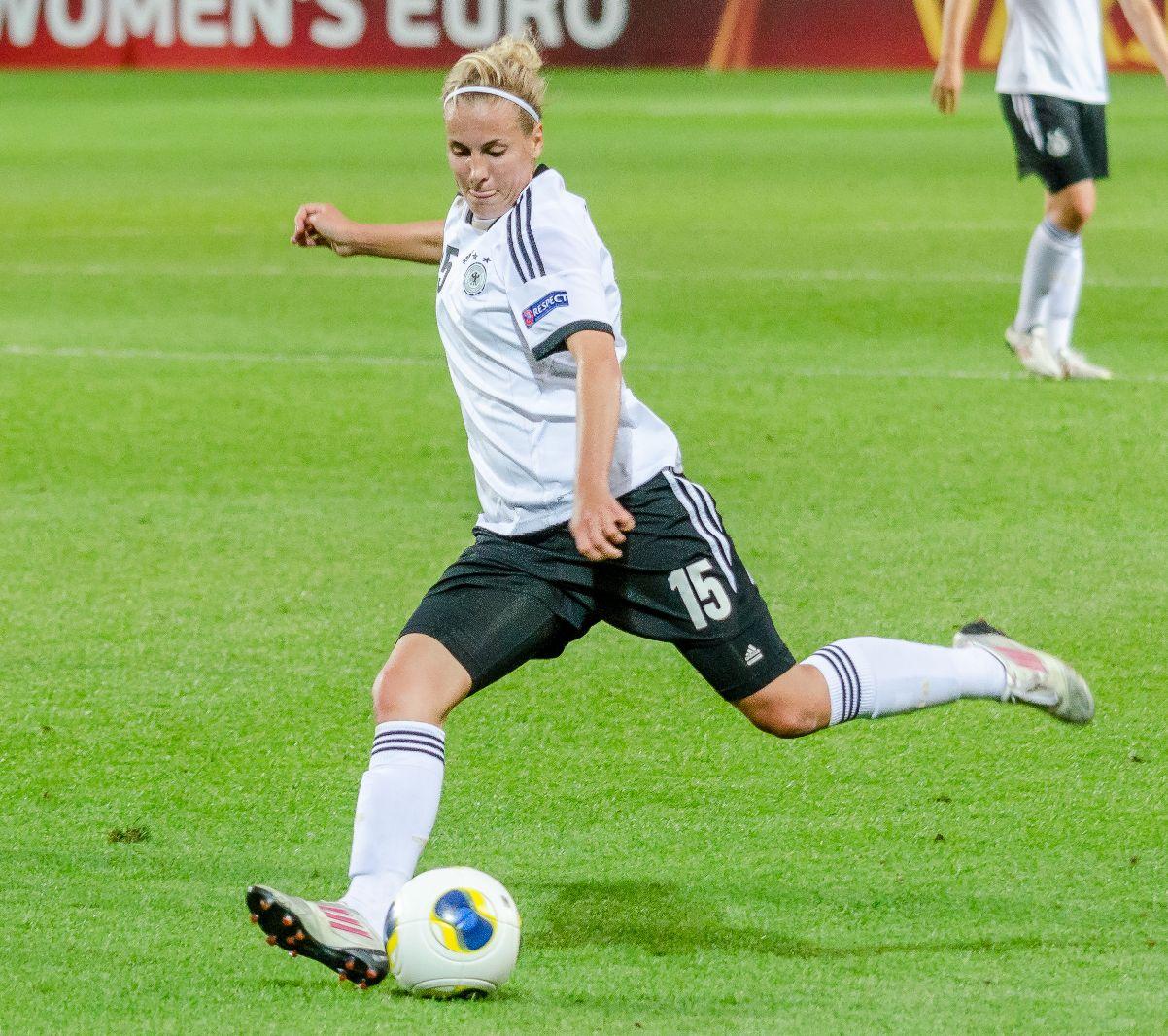 UEFA13_GER_15_Cramer_Jennifer_130714_ICE-GER_0-3_210759_4278
