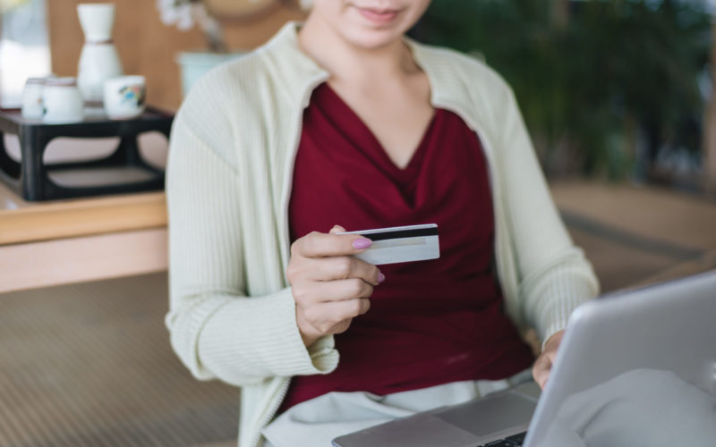 cropped-view-of-woman-pays-by-credit-card-for-an-e-VJTX2C7