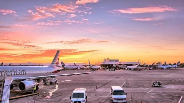 空港 航空機