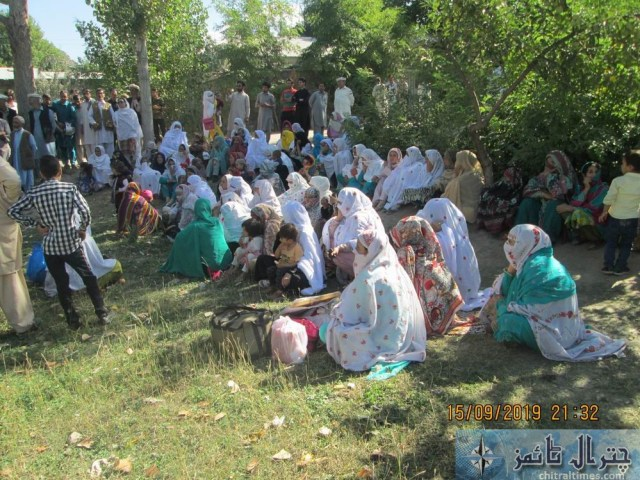 women protest against lake of facility at THQ Hospital booni chitral 1