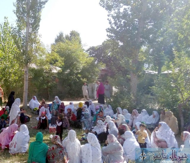 women protest against lake of facility at THQ Hospital booni chitral 2
