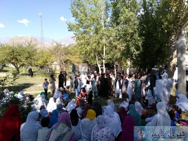 women protest against lake of facility at THQ Hospital booni chitral 3