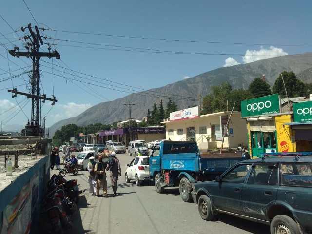chitral bazar rush2