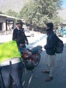 Chitral trafic police in action 3 scaled