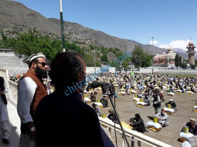 senator talha mehmood relief distributed in chitral town3