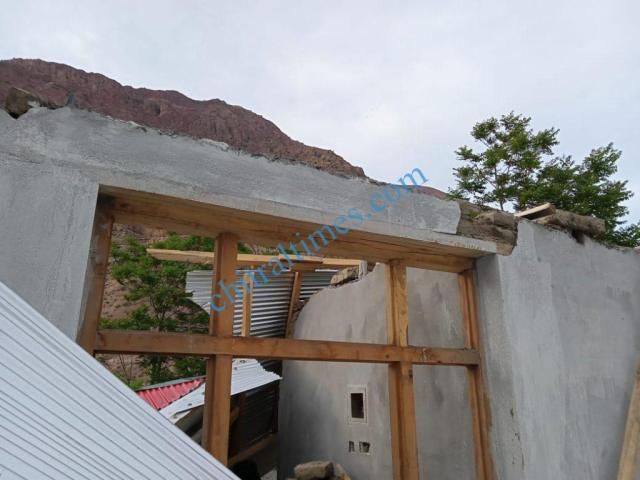 strom wind distryied a house upper chitral5