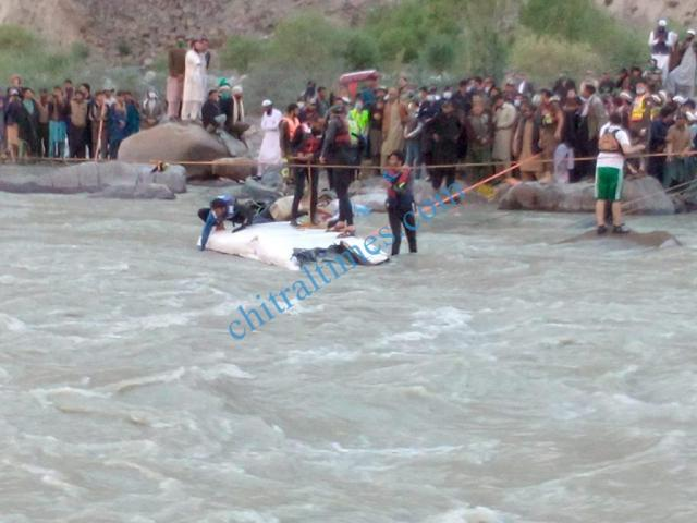 yarkhoon onawoch bridge accident chitral2