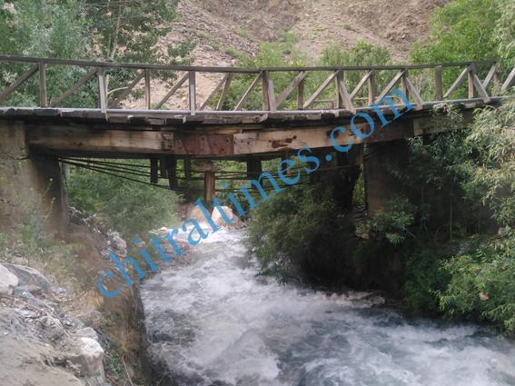 chitraltimes garamchashma bridges damages 5