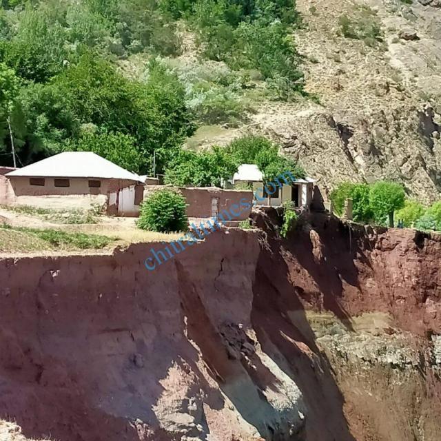 chitraltimes reshun river erosion road block8