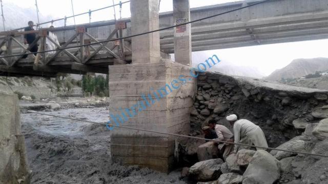 chitraltimes kosht bridge under river erosion 2