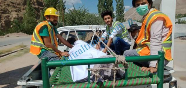 chitraltimes reshun flyingcoach accident upper chitral akah