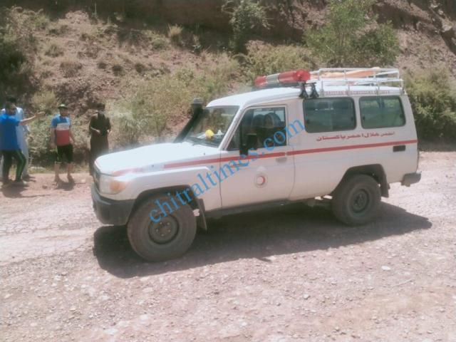 chitraltimes reshun flyingcoach accident upper chitral5