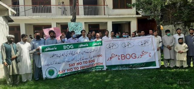 chitraltimes lecturers and professor protest chitral press club on thursday