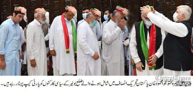 cm kp mahmood presenting caps to new joined pti