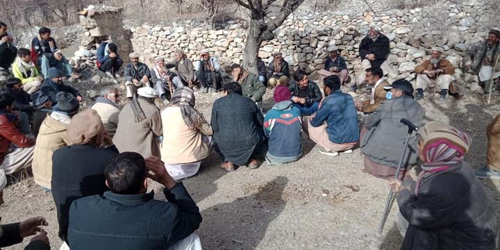 Awi Lasht residents continue protest for supply of electricity