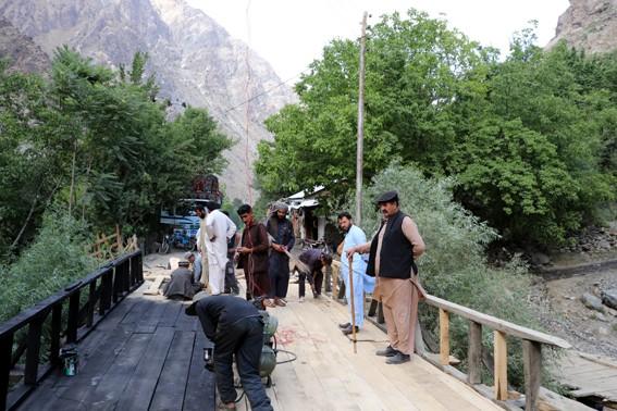 گرم چشمہ روڈ پر چارخستہ حال پلوں کی مرمت کا کام مکمل