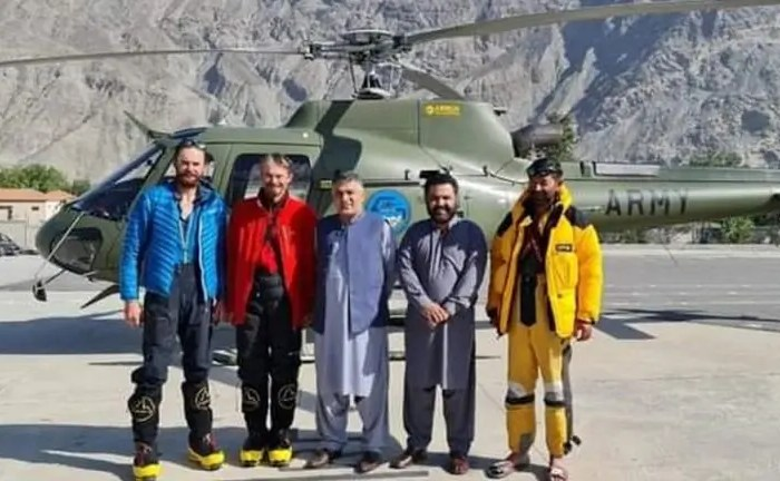 Mountaineers rescued from Rakaposhi