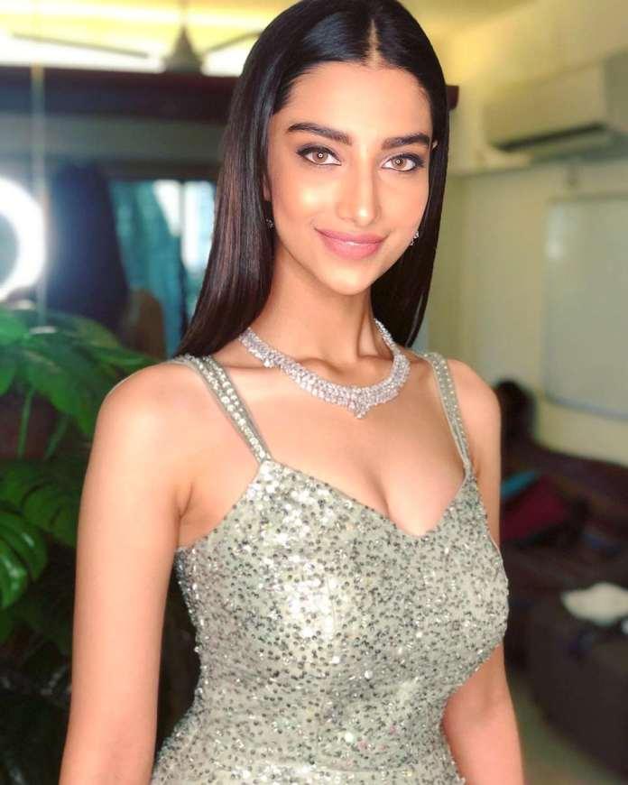 Meenakshii Chaudhary hot images and sexy stills