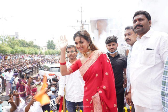Keerthy Suresh at CMR Shopping Mall Opening hot Saree Photos
