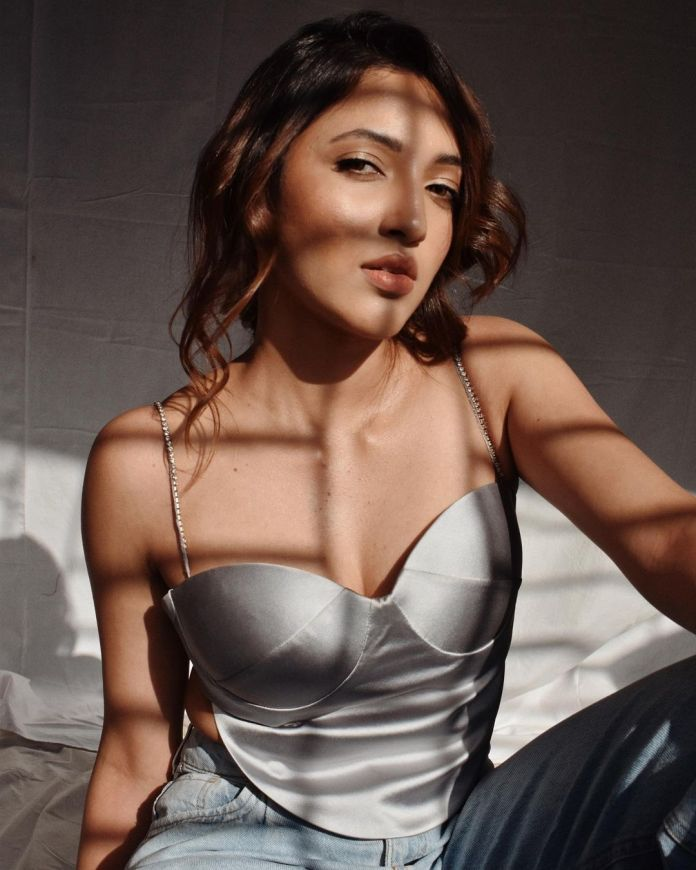 Neha Shetty Hot Photos and Navel Images