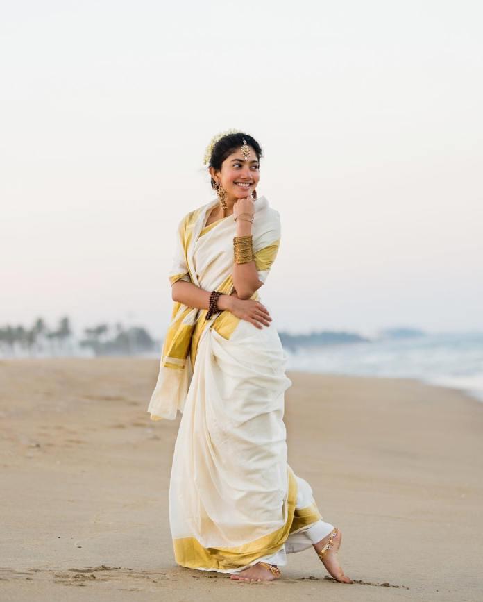 Sai Pallavi Hot Saree and Navel Photos