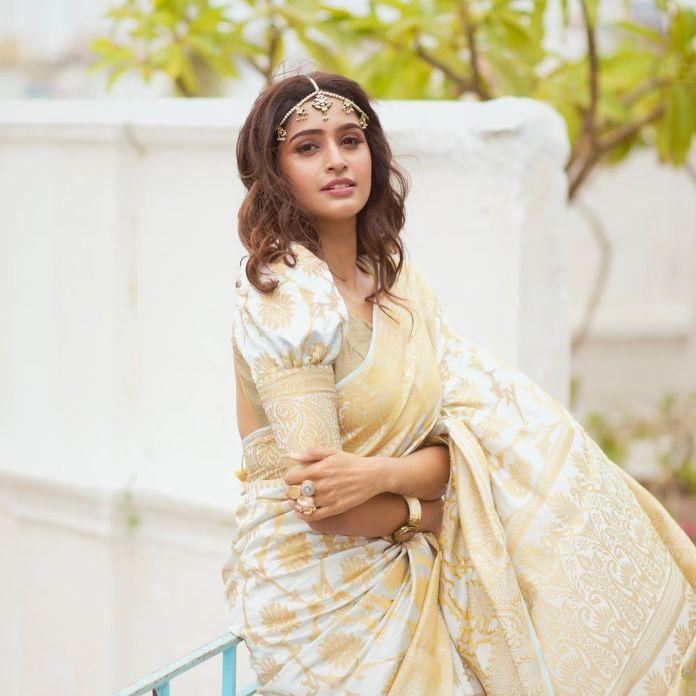 Tanya Ravichandran Hot Saree and navel photos