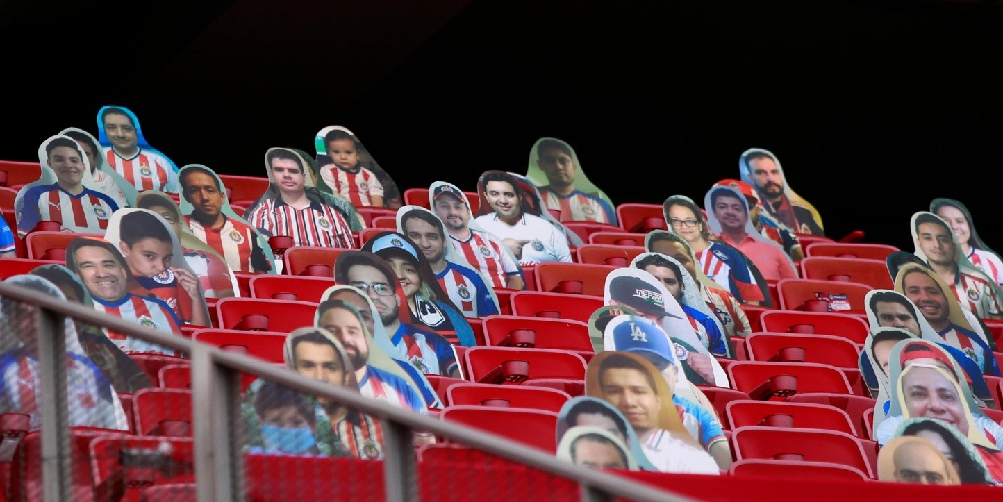 Starting from 2010 the team of guadalajara and the team of manchester united had total of 1 games among which there were 1. Afición de Chivas se hace presente en la tribuna del