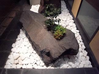 横石 horizontal stone