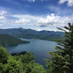 中禅寺湖を望む