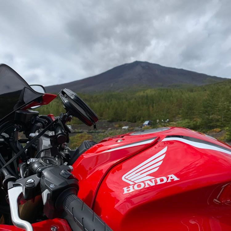 ふじあざみラインから富士山頂を望む